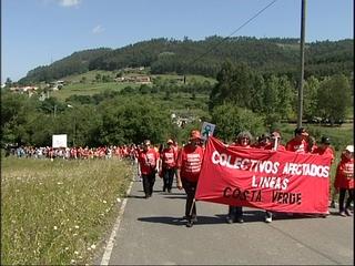 Manifestación de los colectivos afectados por la línea Costa Verde