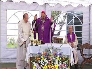 El arzobispo Jesús Sanz Montes oficiando la misa