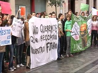 Estudiantes de Secundaria en huelga