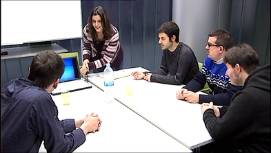 Personas con el síndrome de Asperger acuden a una terapia de la Asociación ASPERGER Asturias