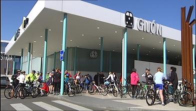 Ciclistas celebran en Gijón el Día Mundial de la Bicicleta