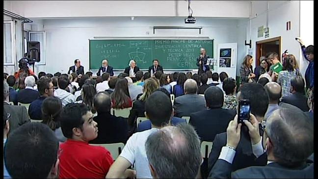 Higgs, Englert y Heuer en la Universidad de Oviedo
