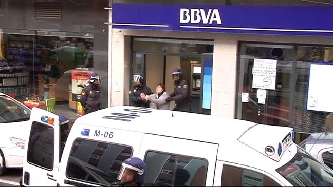 Siete personas ha sido detenidas tras ocupar las dependencias de una sucursal de BBVA