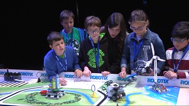 Escolares participantes en la Robotix League