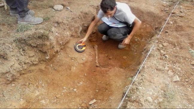 Restos óseos en la fosa de Parasimón
