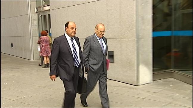 Emilio Losa a la derecha junto a su abogado;