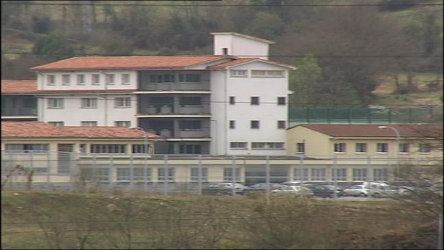 Dos jóvenes mayores de edad se fugan del centro de internamiento de Sograndio