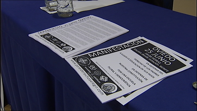 Carteles de la manifestación en apoyo a la religión