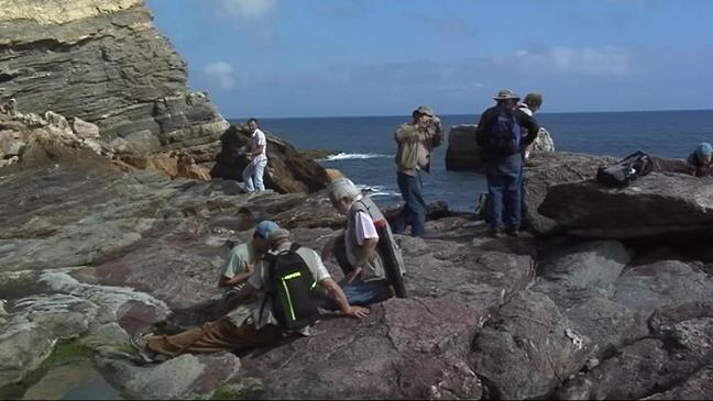 Paleontólogos en la plataforma de Arnáu