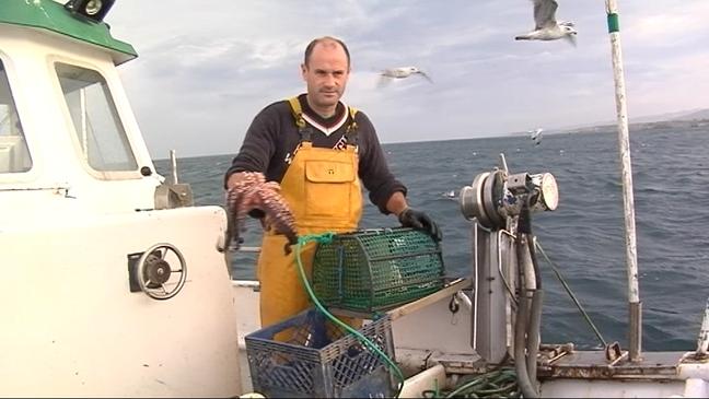 Pescador con un pulpo