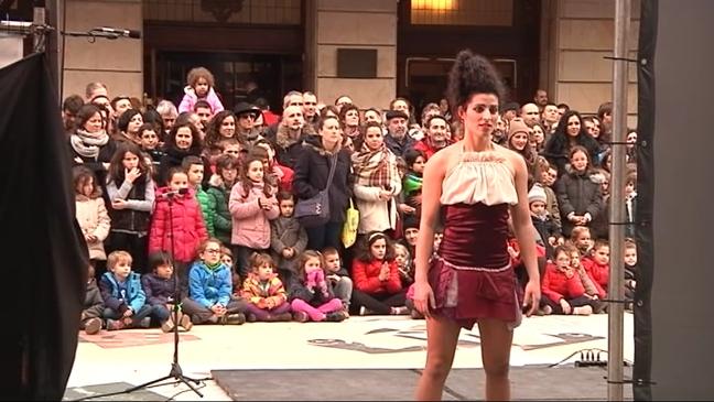 Representación de Feten en las calles de Gijón
