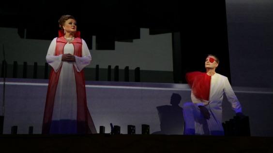 Valquiria promo estrella manos ópera