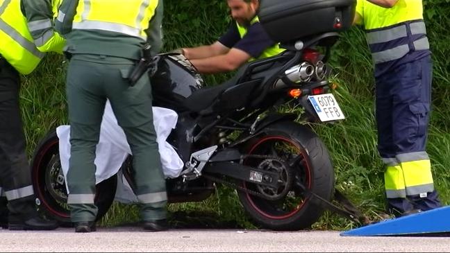 Muere un motorista de 39 años al chocar contra un camión hormigonera en Gijón