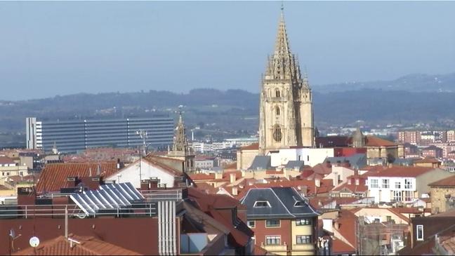 Imagen de Oviedo con la catedral al fondo