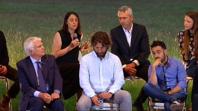 Sergio G. Sánchez y el elenco de 'Marrowbone'