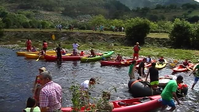 Participantes en el 'Descenso Ecológico del Río Esva'