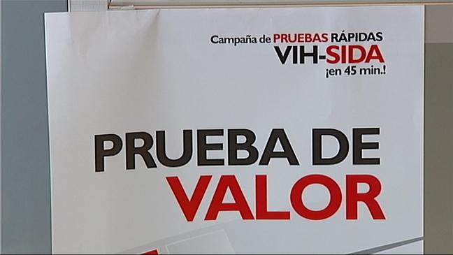 Cartel anunciando las pruebas rápidas del SIDA