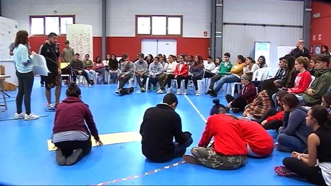 Jóvenes participantes en el encuentro de Navia
