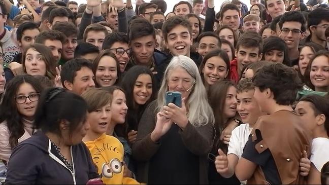 La británica Mary Beard con alumnos del Pérez de Ayala de Oviedo