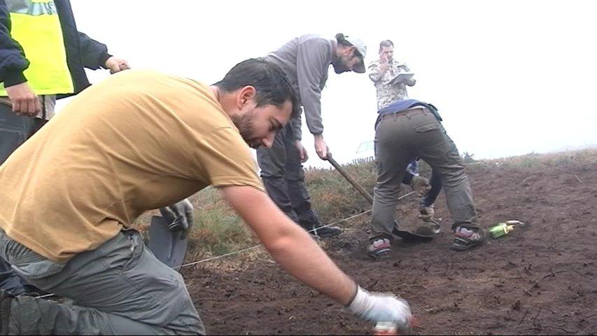 Arqueólogos en el asentamiento de Santa Eulalia de Oscos
