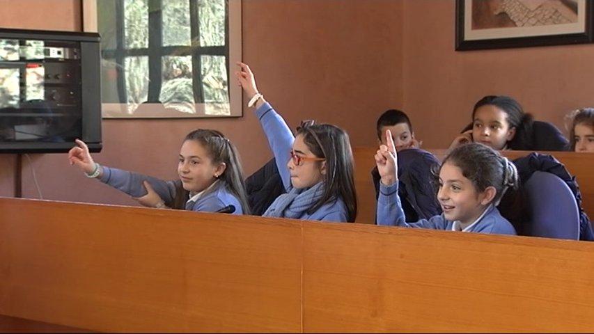 Alumnos de San Martín del Rey Aurelio en el Ayuntamiento