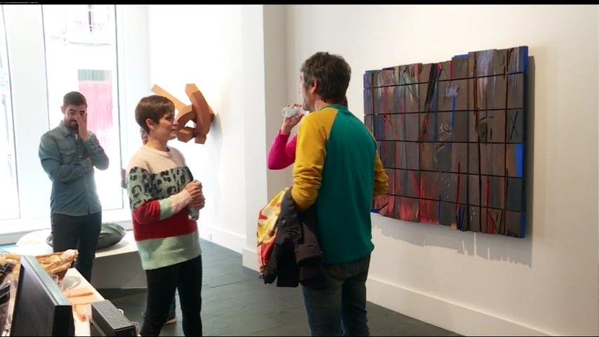 Muestra 'Piedra, metal o madera' en la Galería Cornión de Gijón