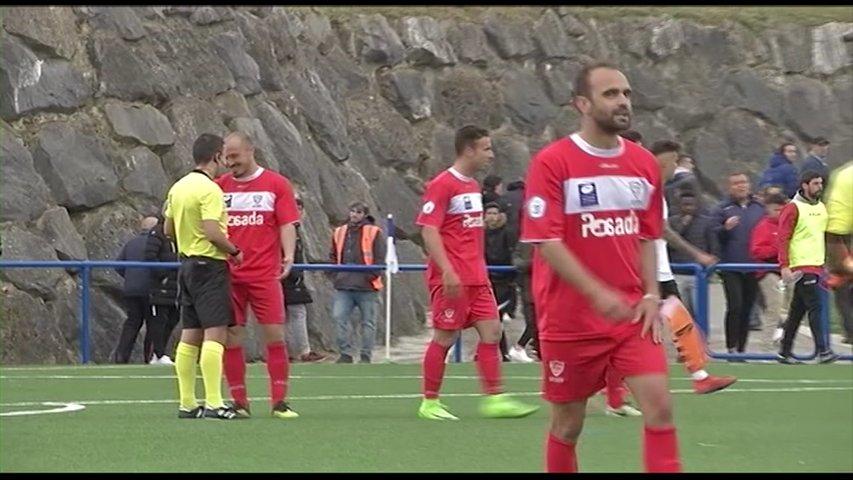 Jugadores del Marino de Luanco tras el partido con el San Ignacio