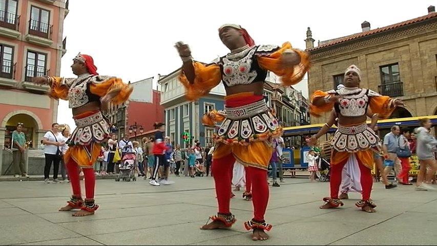 El festival folclórico de Avilés acoge a cinco países de culturas diferentes