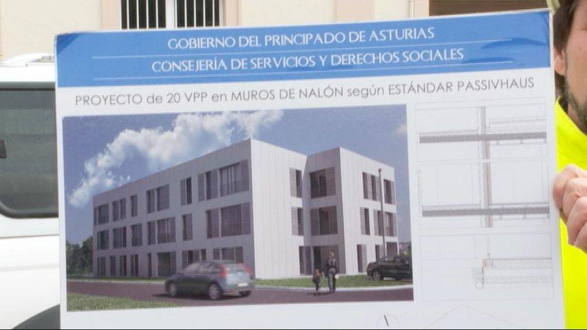 Cartel del proyecto de passivhaus en Muros
