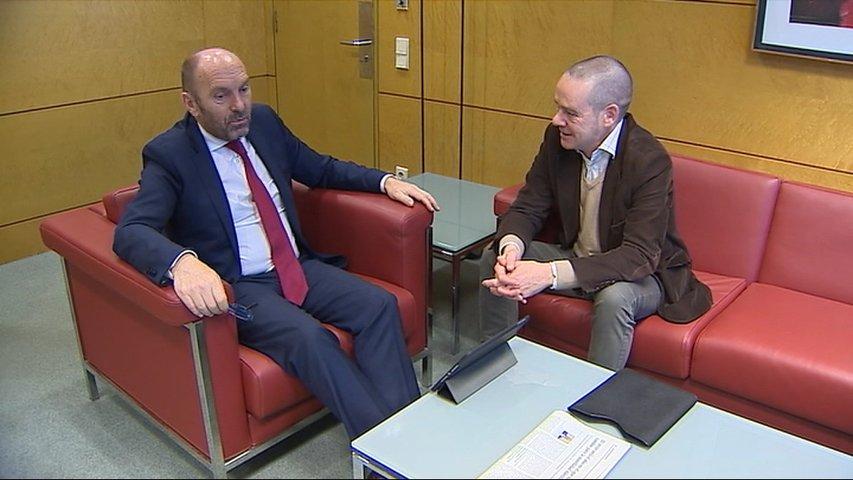 Mones le presenta a Cofiño un proyecto integral sobre ensamblaje de vehículos eléctricos en Asturias