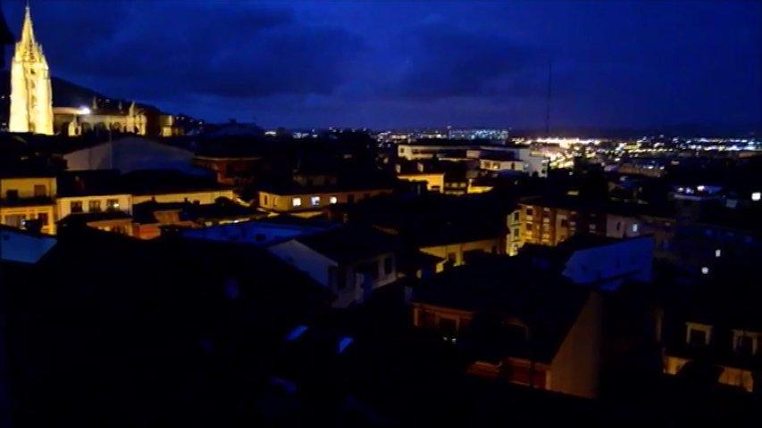 Panorámica nocturna de Oviedo