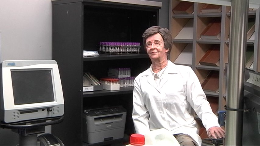 Una imagen de Margarita Salas en su laboratorio