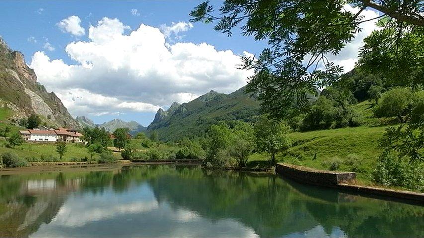 Embalse a rebosar en Asturias