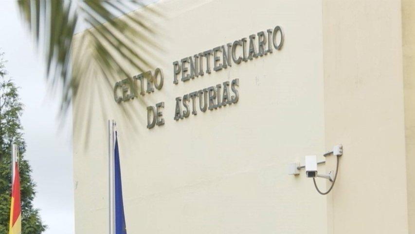 Letrero de acceso a la cárcel de Asturias