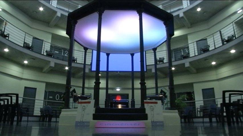 El arte 'cincuenter' se libera en la antigua cárcel de Oviedo