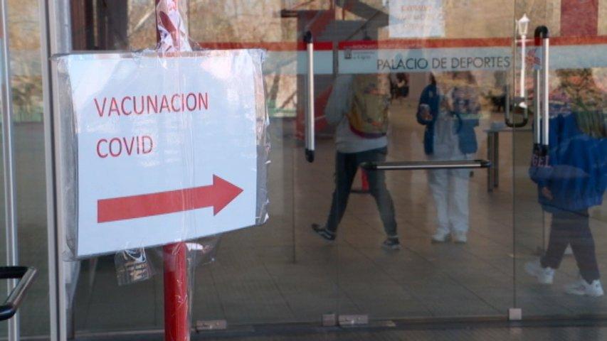 Sindicatos denuncian que cientos de profesores terminarán el curso sin estar inmunizados