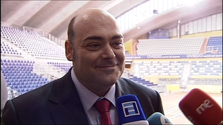 Agustín Iglesias Caunedo, ante los periodistas.